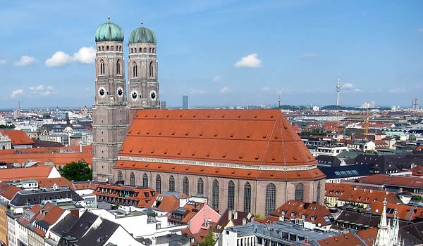 Munich city info and hotel reservation service (foto by David Kostner cc2)